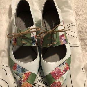 Marylin O; colourful summer low heel shoe
